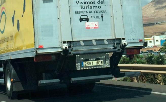 Los camioneros de España, indignados por el testimonio de Anna González en la nueva campaña de la DGT