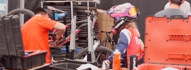 Viviendo una ronda de la Copa del Mundo UCI DH con los mecánicos del Polygon UR