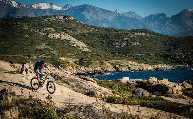 'Island of Thorns', o cómo cruzar la isla de Córcega en bicicleta de montaña