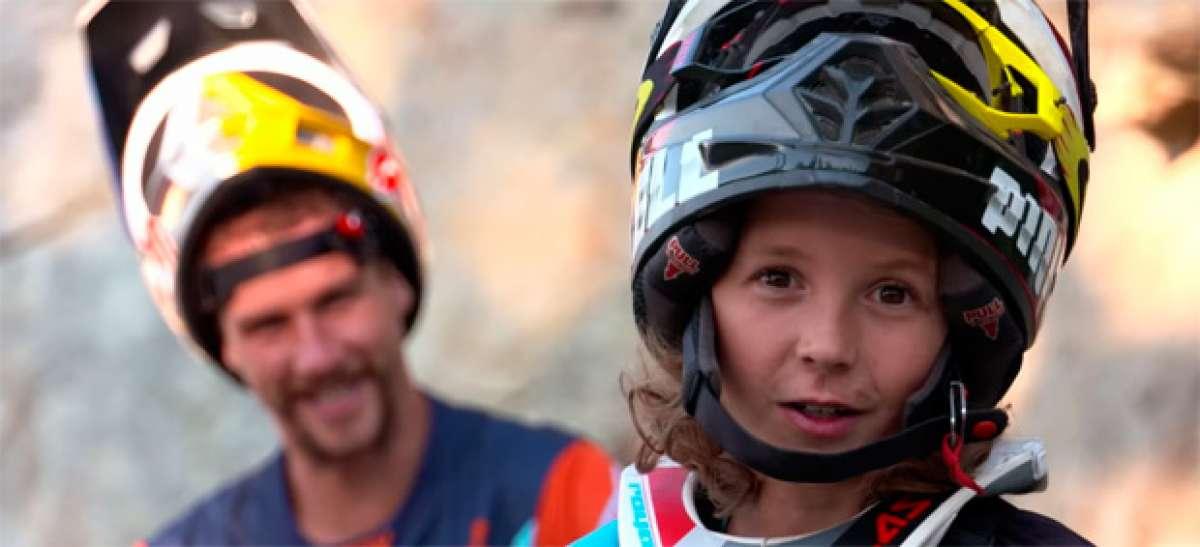 Jackson Goldstone (promesa de 11 años) y Steve Smith (campeón del mundo de DH) rodando en Whistler