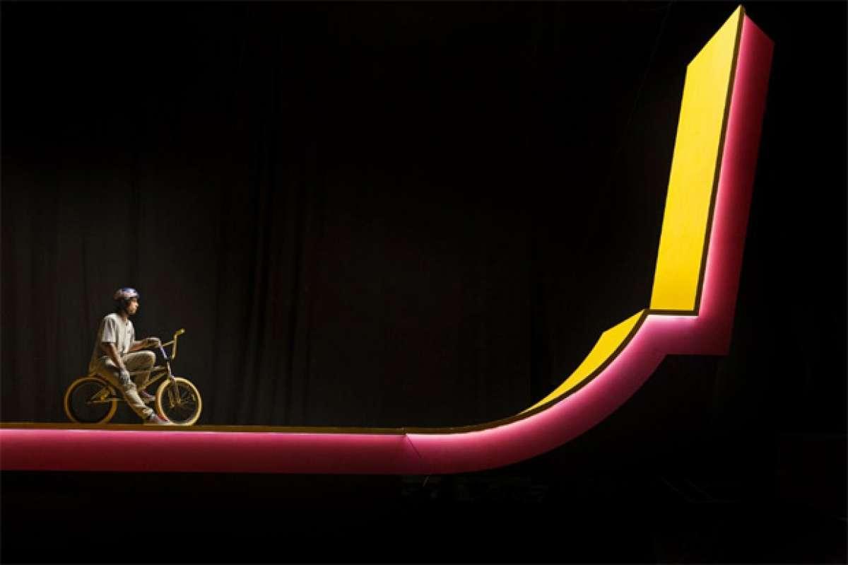 En TodoMountainBike: 'Kaleidoscope', trucos 'surrealistas' sobre una BMX con Kriss Kyle
