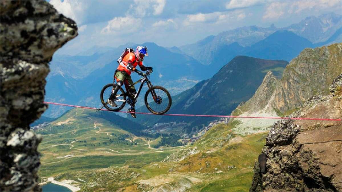 En TodoMountainBike: Rodando sobre la cuerda floja a 2.700 metros de altura con Kenny Belaey