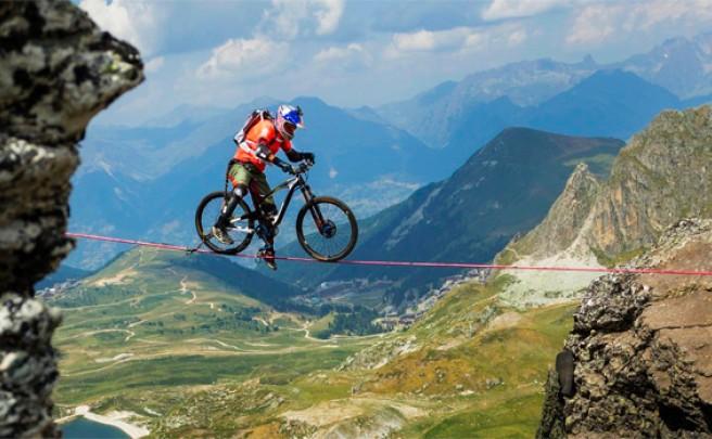 Rodando sobre la cuerda floja a 2.700 metros de altura con Kenny Belaey