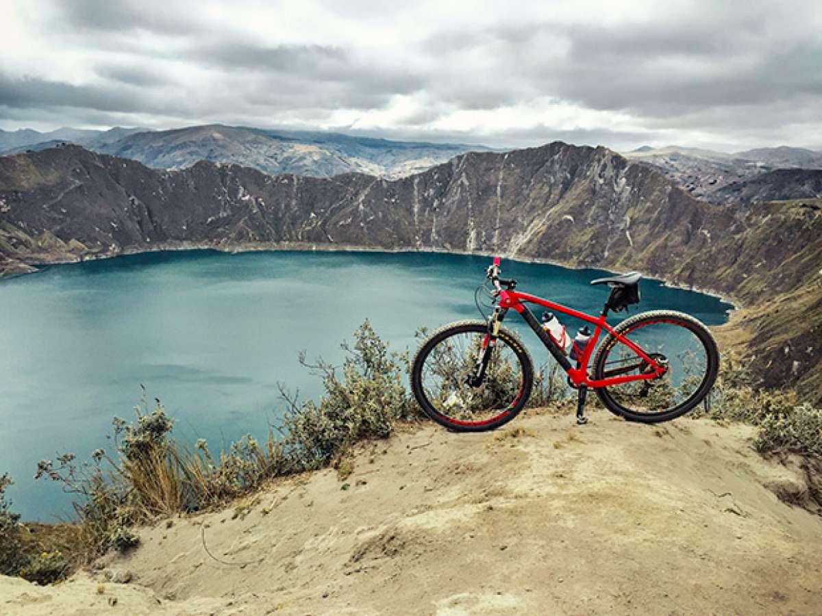 """La foto del día en TodoMountainBike: """"Laguna del volcán Quilotoa (Ecuador)"""""""