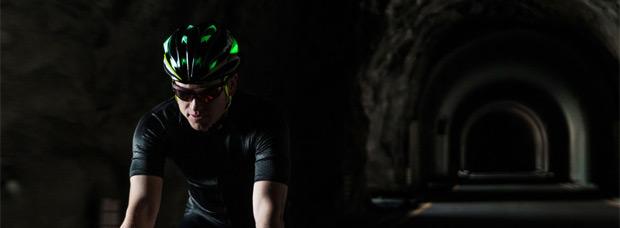 Met Sine Thesis Nightlights, el primer casco con material luminiscente inyectado en su estructura