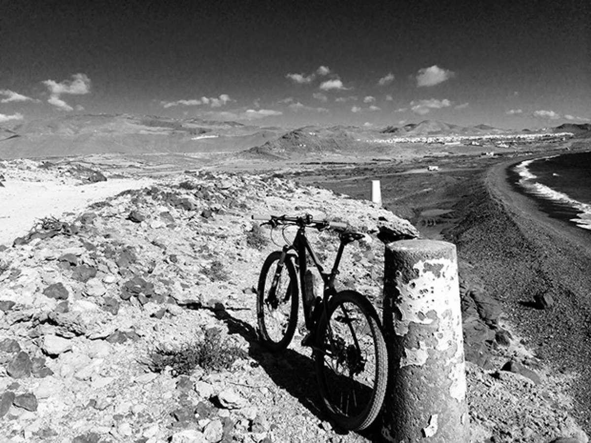 """La foto del día en TodoMountainBike: """"Entre el mar y la montaña puedes disfrutar del MTB en Gran Canaria"""""""