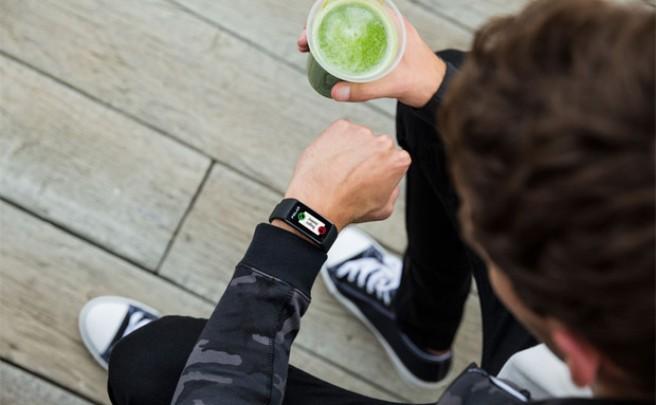 Polar A360, la primera pulsera deportiva de la firma con sensor óptico y pantalla táctil