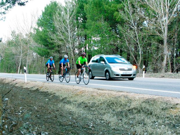 La DGT pone en marcha la implantación de 'rutas ciclistas' en carreteras de alto tráfico de bicicletas