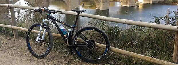 La foto del día en TodoMountainBike: 'Otoño en La Rioja junto al Puente de Briñas'