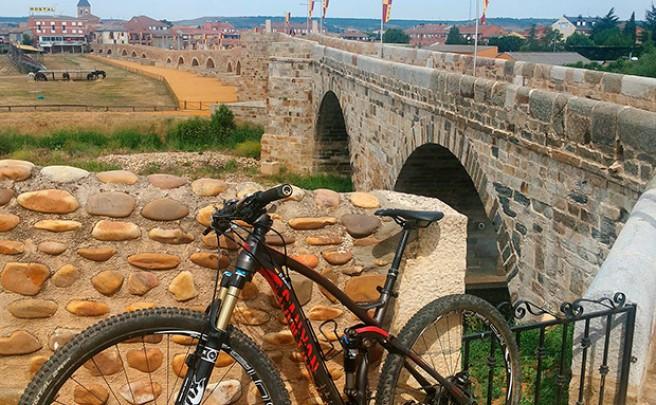La foto del día en TodoMountainBike: 'Puente de Hospital de Órbigo'