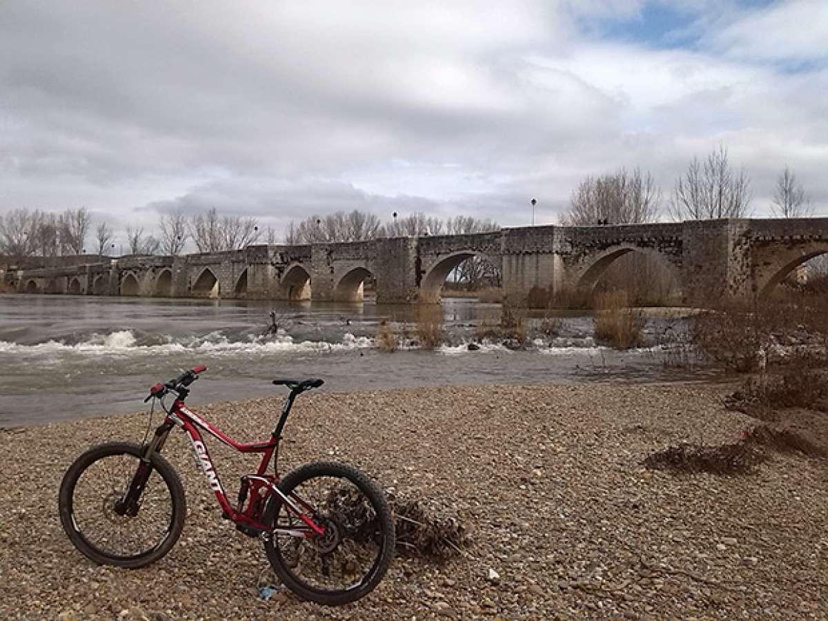 """La foto del día en TodoMountainBike: """"Mañana de ríos y puentes por Valladolid"""""""