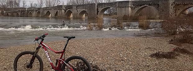 La foto del día en TodoMountainBike: 'Mañana de ríos y puentes por Valladolid'