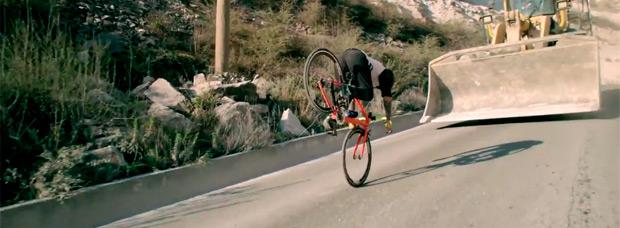 'Road Bike Freestyle Extended Edition', la espectacular técnica de Vittorio Brumotti sobre una bicicleta de carretera