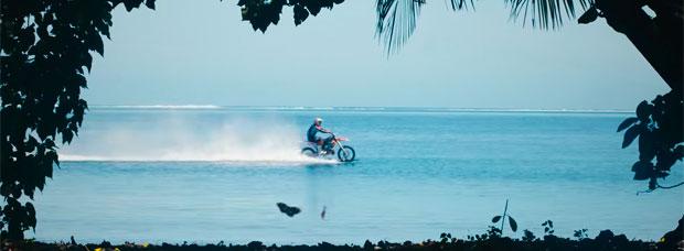 ¿Surfear con una moto de motocross? Robbie Maddison lo ha hecho