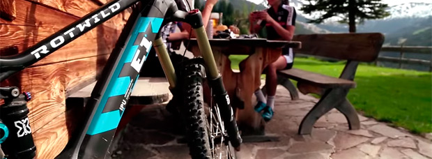 La avanzada gama de bicicletas eléctricas Rotwild e-MTB en acción