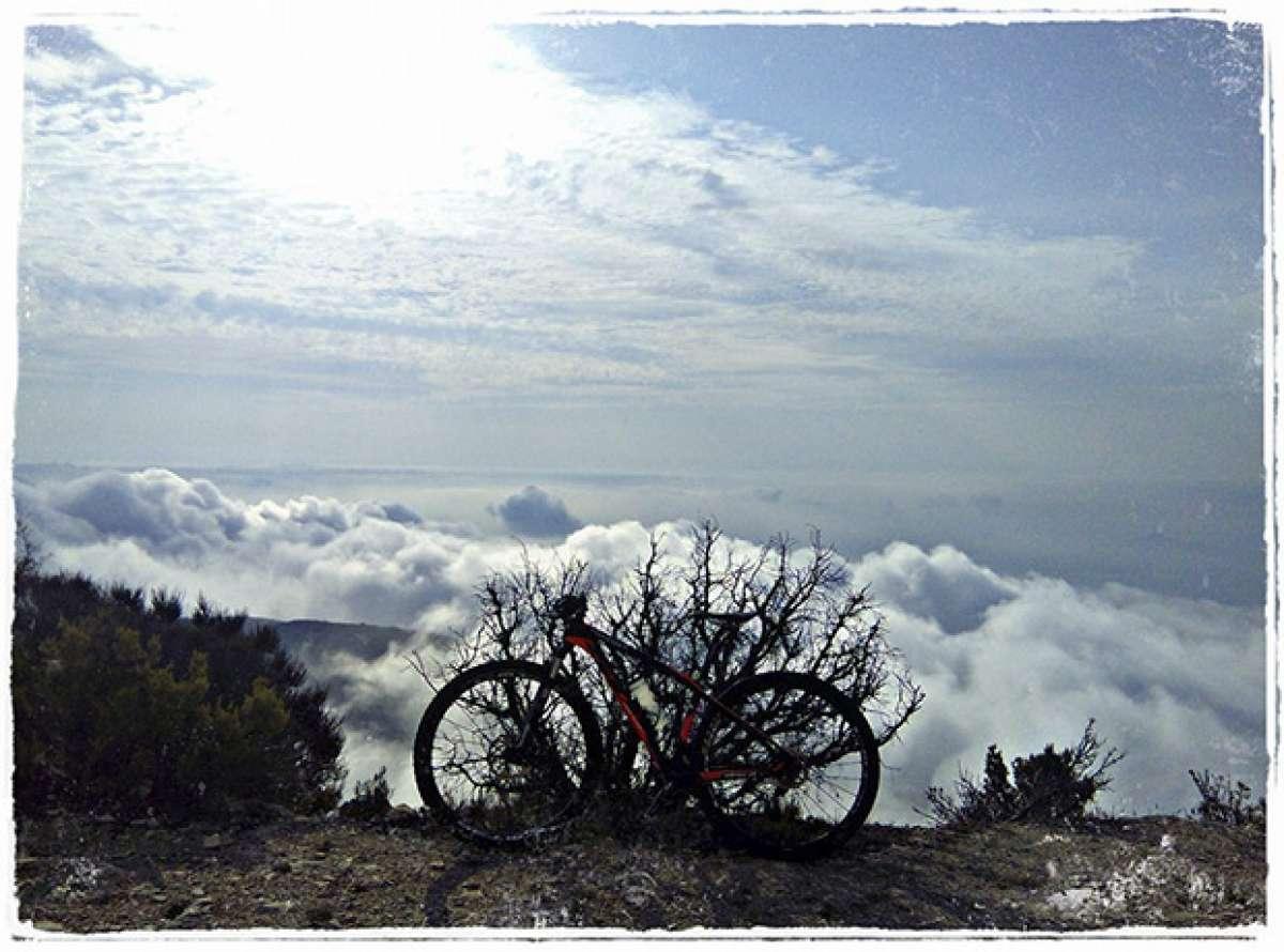 La foto del día en TodoMountainBike: 'Rozando las nubes'