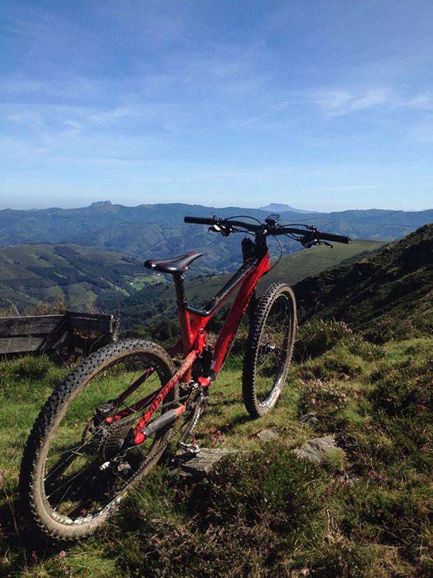 """La foto del día en TodoMountainBike: """"Montañas entre Gipuzkoa y Navarra"""""""