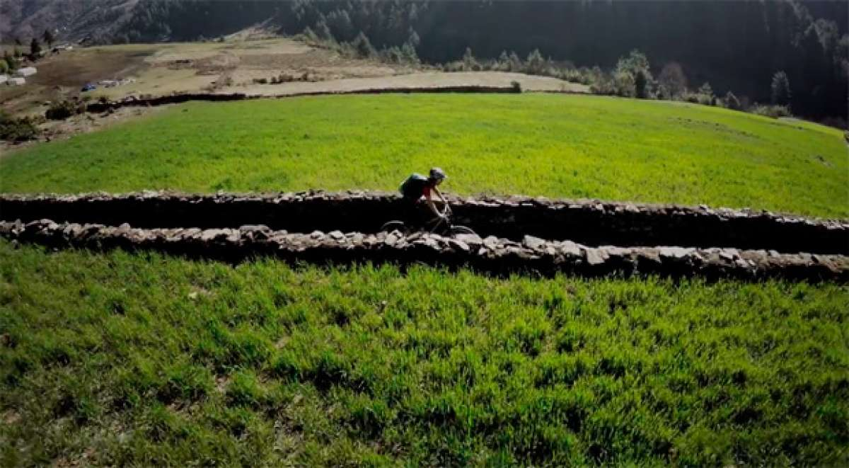 """""""Slow Down"""", o cómo escapar de la rutina diaria rodando por las maravillosas montañas de Nepal"""