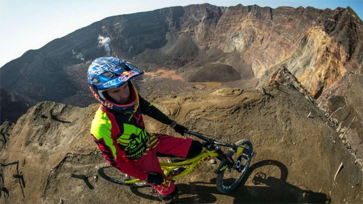 Descendiendo el volcán Oyama (Japón) con Stevie Smith