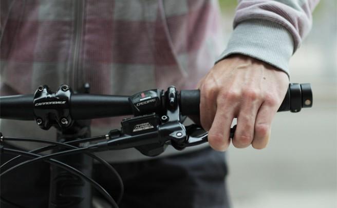 Stikk, tapones luminosos de puño para mejorar la visibilidad nocturna de los ciclistas