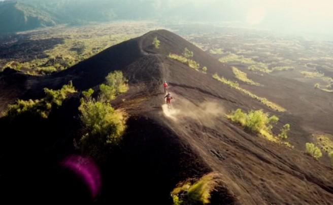 Practicando Mountain Bike en la isla de Bali (Indonesia)