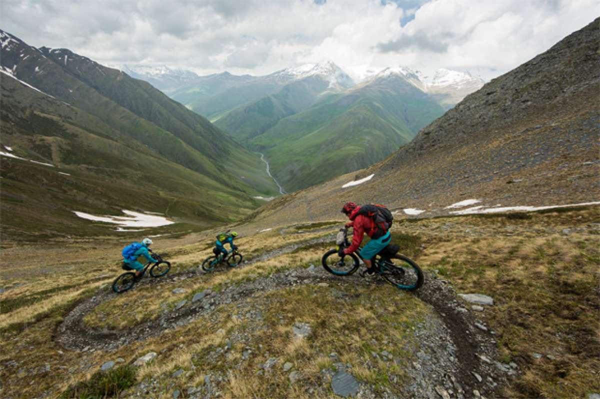 Practicando ciclismo de montaña en Georgia
