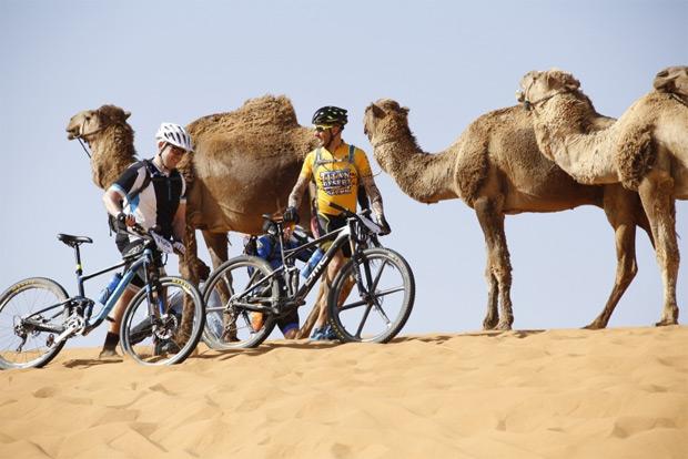 ¿Bicicletas eléctricas en la Titan Desert? Sí, en la modalidad Titan Contact