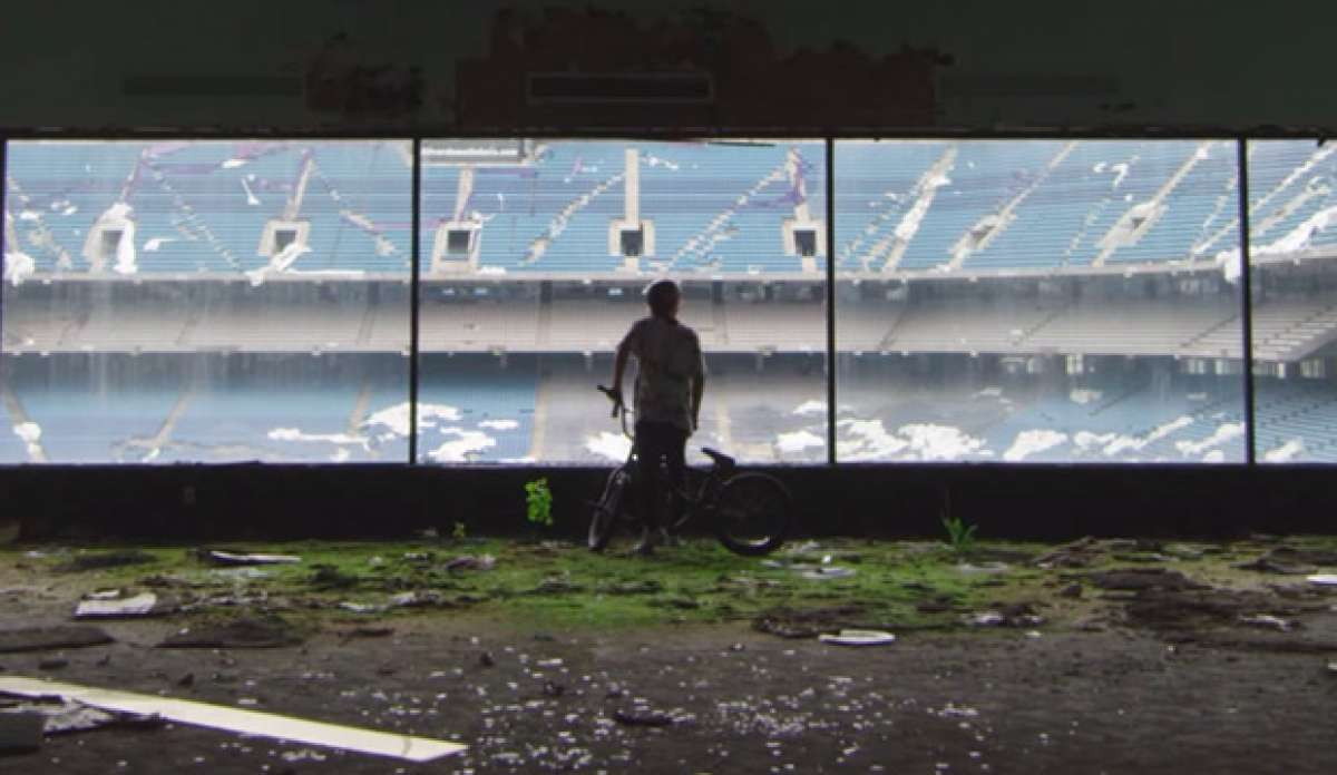 BMX extremo en el Pontiac Silverdome Stadium con Tyler Fernengel