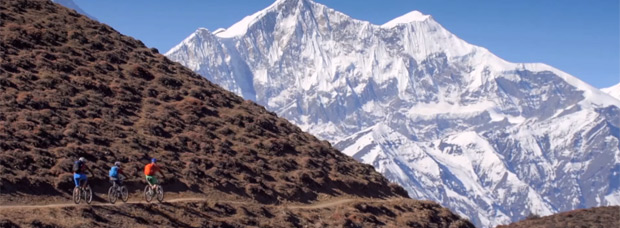 Practicando Mountain Bike en Nepal con los chicos de VAUDE