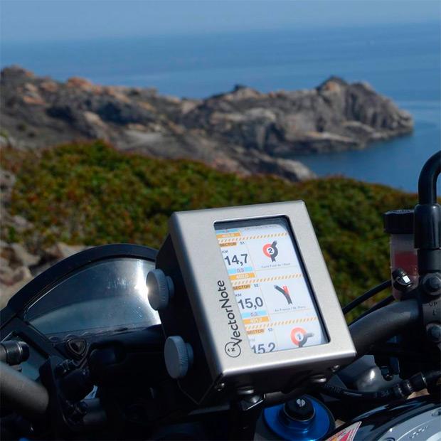 Vector Note, un 'libro de ruta' analógico para motos y bicicletas