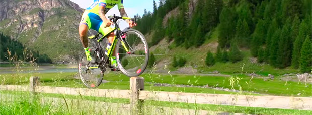 Vittorio Brumotti + Bicicleta de carretera + Bike Park de Livigno = Espectáculo visual