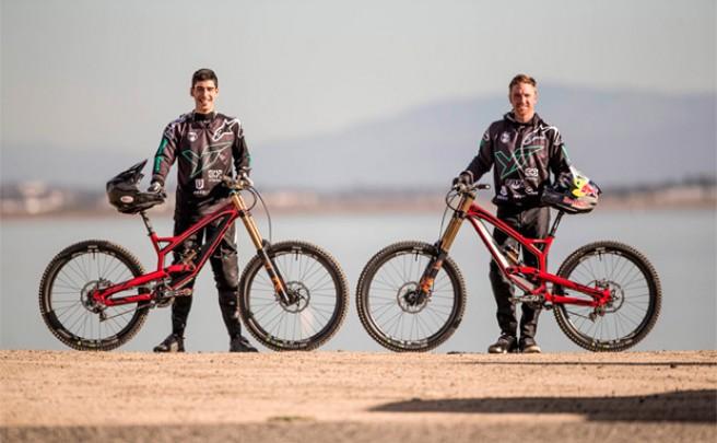 Adiós a los rumores: Aaron Gwin y Ángel Suárez en YT Industries