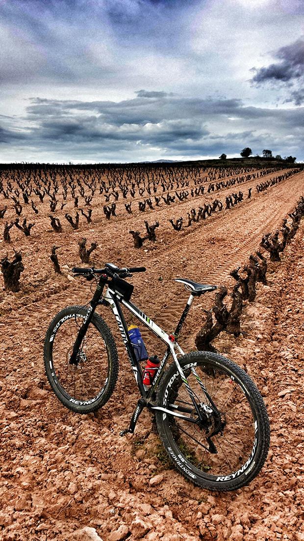 La foto del día en TodoMountainBike: 'Por tierras riojanas'