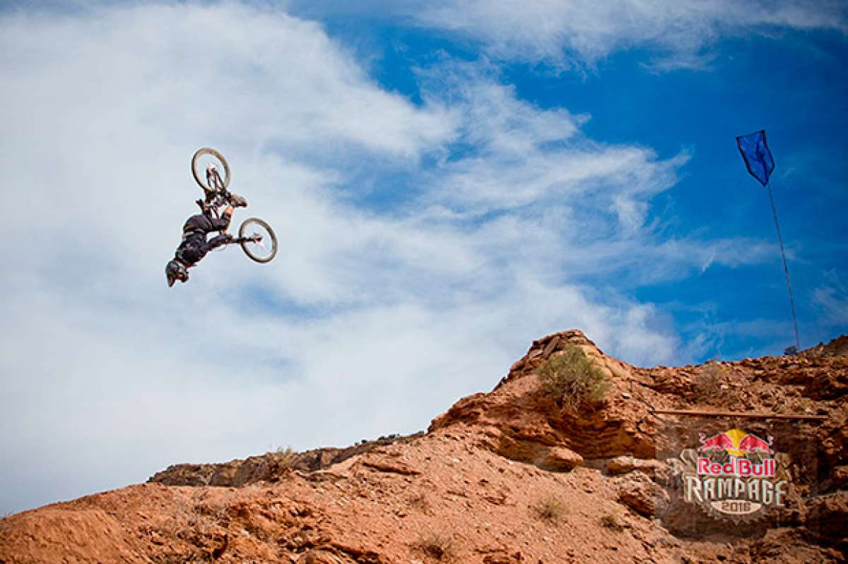 "El espectacular doble ""backflip"" de Antoine Bizet en el Red Bull Rampage 2016"
