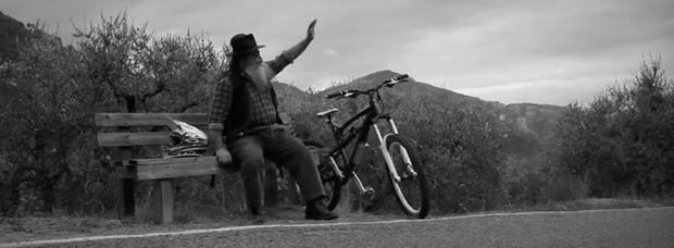 Video: Un divertido, curioso y provocativo anuncio promocional de las bicicletas eléctricas de HolyBike