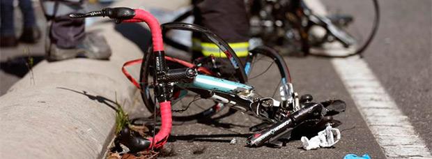Brutal atropello de un pelotón de ciclistas en Pontevedra por un conductor de 87 años