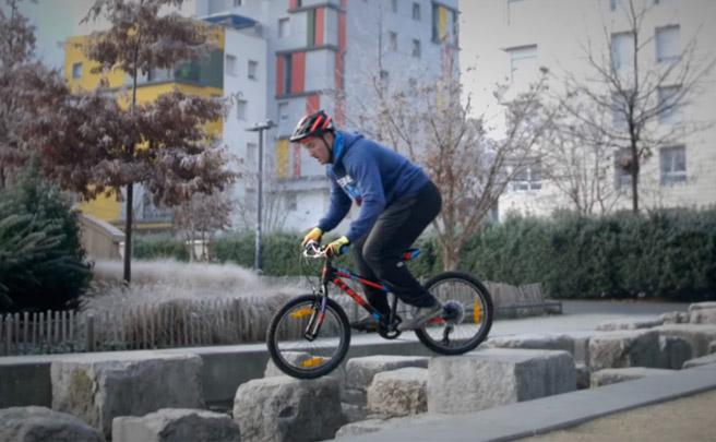 ¿Son resistentes las bicicletas de montaña infantiles? Aurélien Fontenoy nos lo demuestra