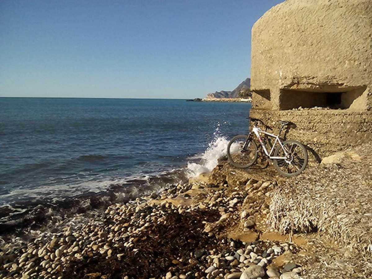 La foto del día en TodoMountainBike: 'Búnker en la playa de L'Olla'