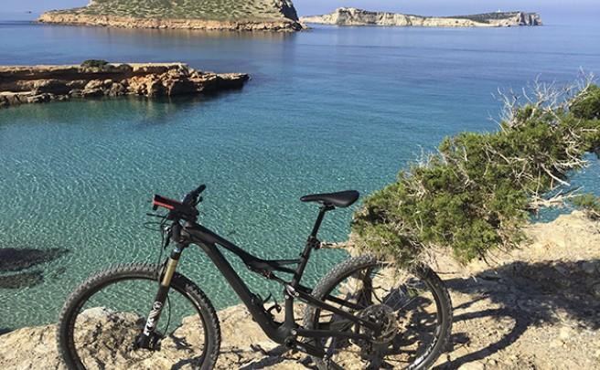 La foto del día en TodoMountainBike: 'Cala Conta en Ibiza'
