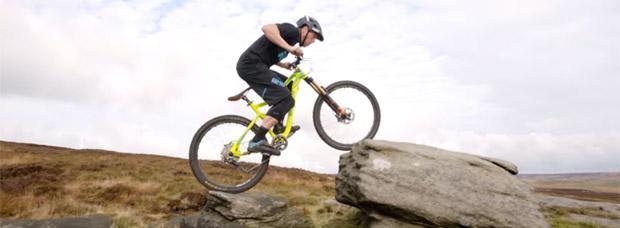 Espectacular sesión invernal de Mountain-Trial-Biking con Chris Akrigg y su Mongoose Teocali