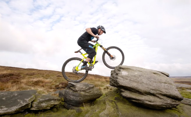 Espectacular sesión invernal de Mountain-Trial-Biking con Chris Akrigg y su Mongoose Teocali