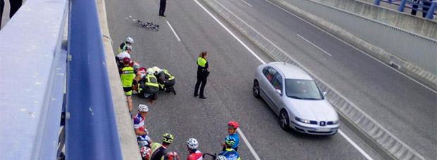 Atropella a un ciclista, se da a la fuga, quema el coche en un aparcamiento y denuncia el robo para evitar represalias