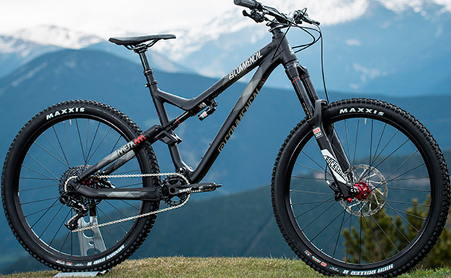 Nueva serie limitada de Commencal: META AM V4 Ride Black y META AM V4 Race Brushed
