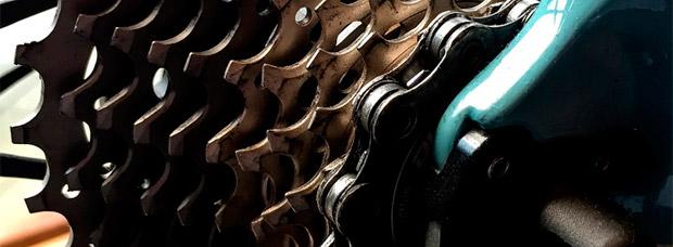 Cómo aplicar correctamente cera lubricante a la cadena para disfrutar de todas sus ventajas