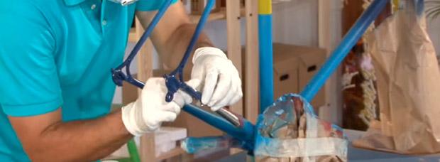 Video: Cómo pintar un cuadro de bicicleta con spray, paso a paso