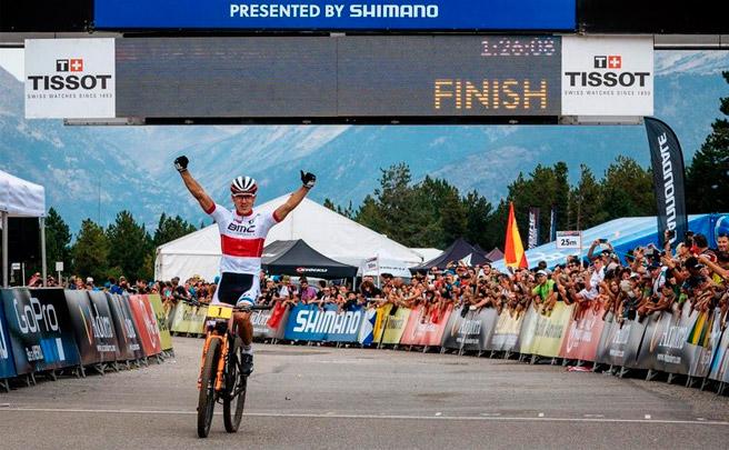 Julien Absalon y Catharine Pendrel, campeones de la Copa del Mundo UCI XCO 2016
