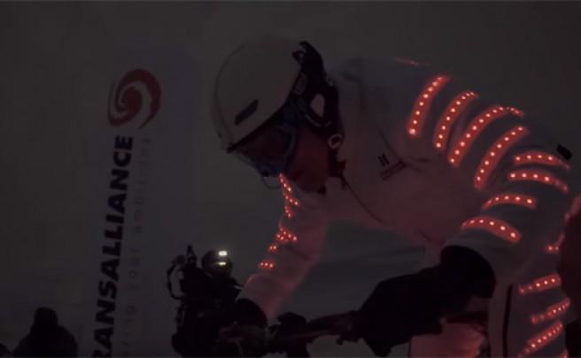 Rodando a 160 km/h bajo la luna llena, otra de las increíbles proezas de Éric Barone