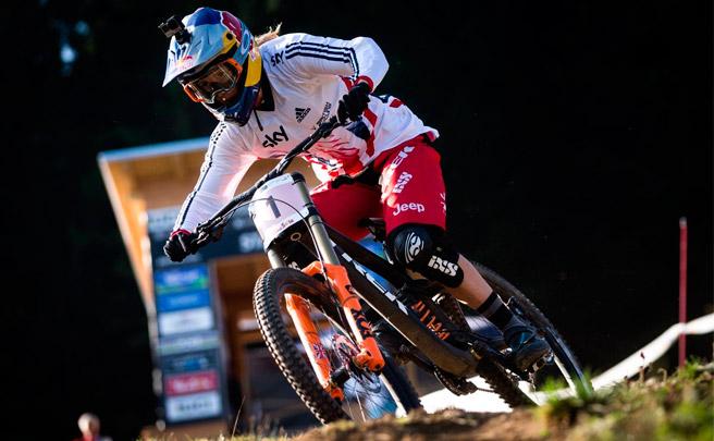 El descenso ganador de Rachel Atherton en el Campeonato del Mundo UCI DHI 2016 de Val Di Sole
