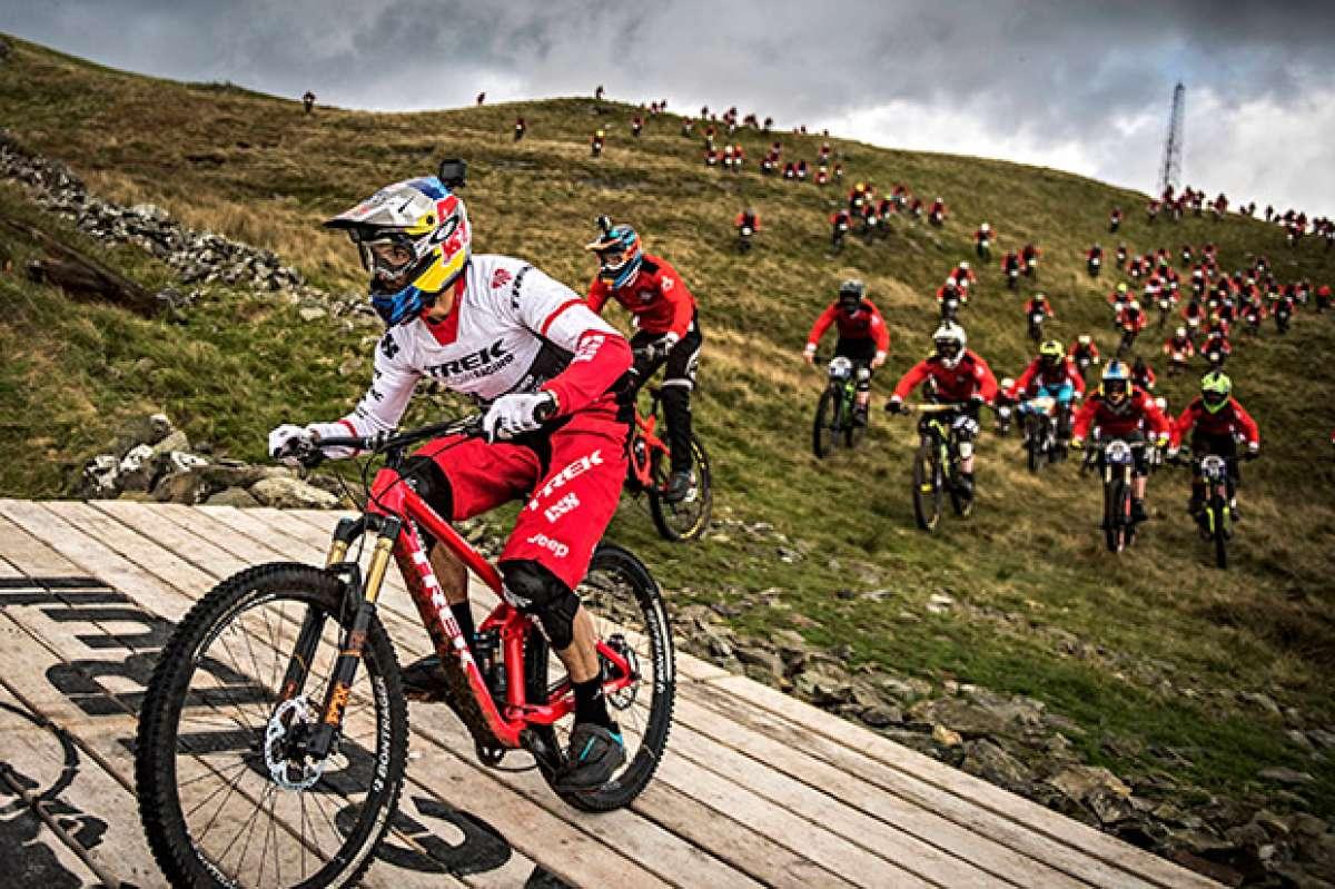 El descenso de Gee Atherton en la Red Bull Foxhunt 2016