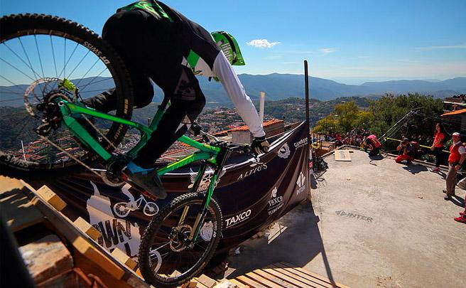 Así ha sido el descenso ganador de Johannes Fischbach en el City Downhill World Tour 2016 disputado en Taxco